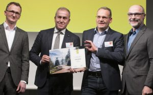 Roberto Fumarola and Bernd Wacthel from Fiat awarded by promobil journalists